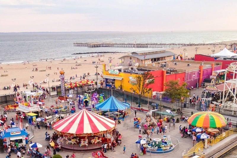 Coney Island com crianças