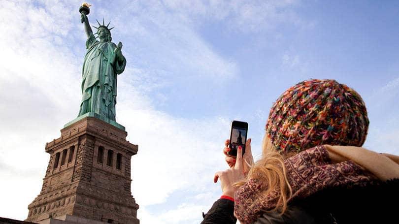 Preciso saber falar inglês para viajar para Nova York?
