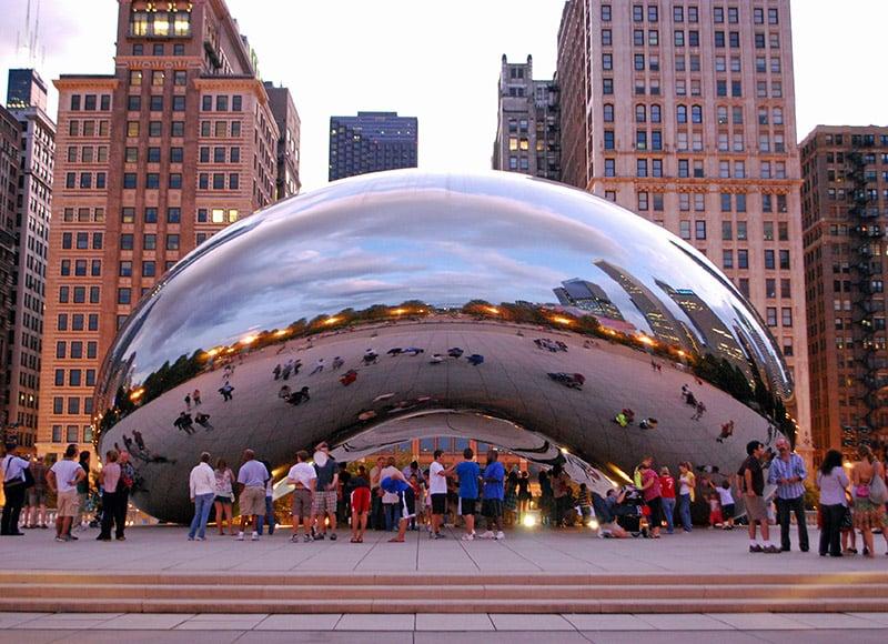 Cloud Gate no Millennium Park em Chicago