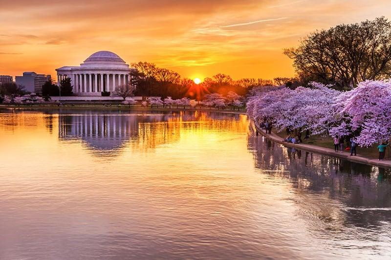 Jefferson Memorial e lagoa Tidal Basin em Washington