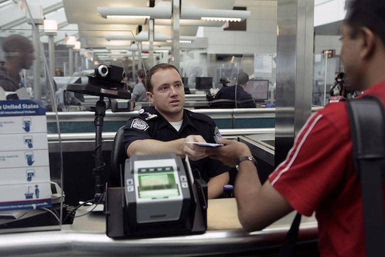 Quais documentos de saúde devo mostrar na imigração em Nova York?