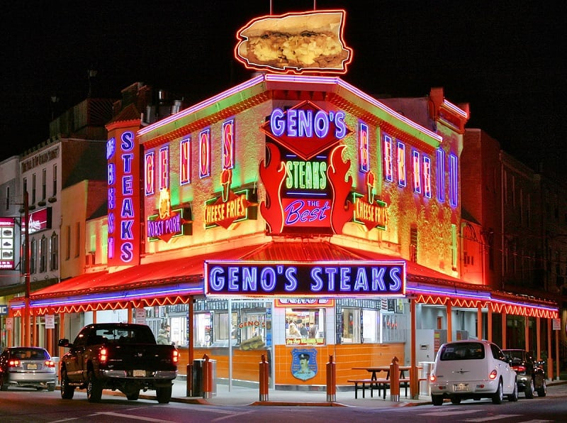 Restaurantes Geno's Steak e Pat's King of Steak na Filadélfia