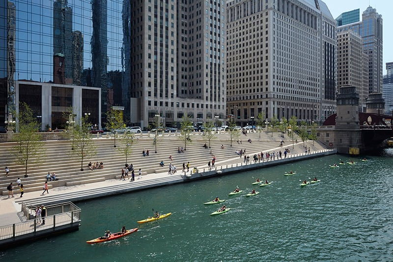 Projeto Riverwalk no Chicago River