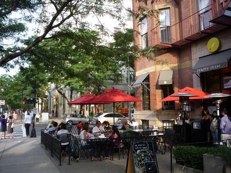Almoço nas ruas Newbury e Boylston em Boston
