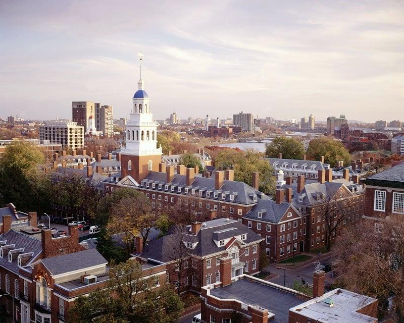 Manhã e tarde na Universidade de Harvard em Boston