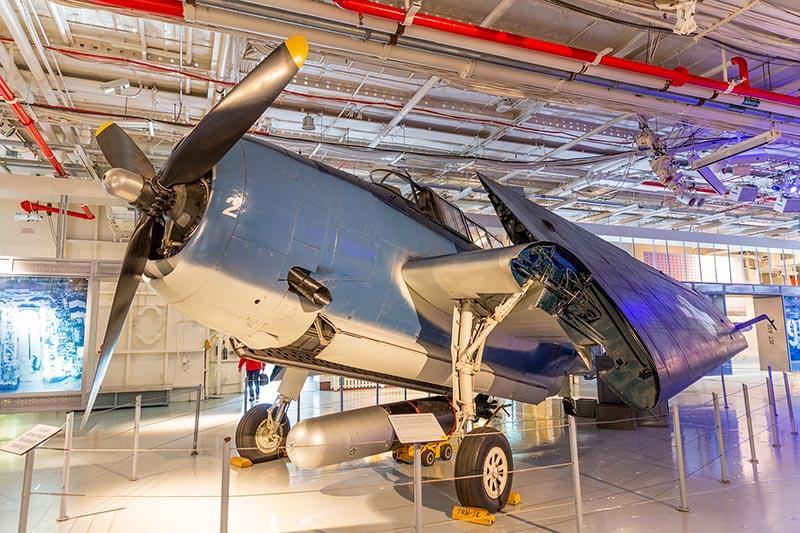 Exposição de aviões no Museu Intrepid Sea, Air & Space em Nova York