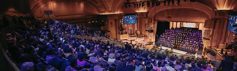 Apresentação de 200 vozes no coral da Igreja The Brooklyn Tabernacle em Nova York