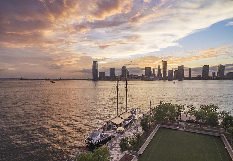 Bar flutuante em Nova York
